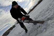 Распил льда под скиммер и заградительные щиты